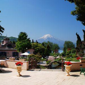 富士山を望む音楽と花の楽園